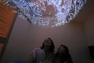 可在客房觀賞星空的天象儀