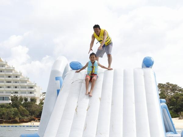 滑梯的高度連成人也可能望而卻步,震撼力十足