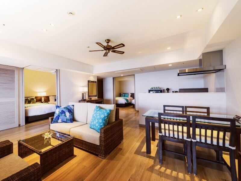 面積平均廣達70平方公尺的寬敞客房。客廳空間附設開放式廚房